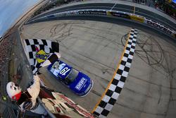 Tyler Reddick, Brad Keselowski Racing Ford vence