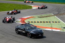 Felix Rosenqvist, Prema Powerteam, Dallara Mercedes-Benz, und Santino Ferrucci, Mücke Motorsport, Dallara Mercedes-Benz