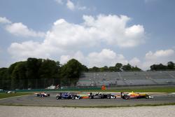 Antonio Giovinazzi, Jagonya Ayam, con Carlin Dallara Volkswagen, Charles Leclerc, Van Amersfoort Rac