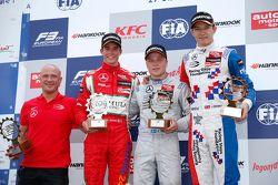 1. Yarış Podyum: İkinci Mikkel Jensen, Mücke Motorsport ve kazanan Felix Rosenqvist, Prema PowerTeam