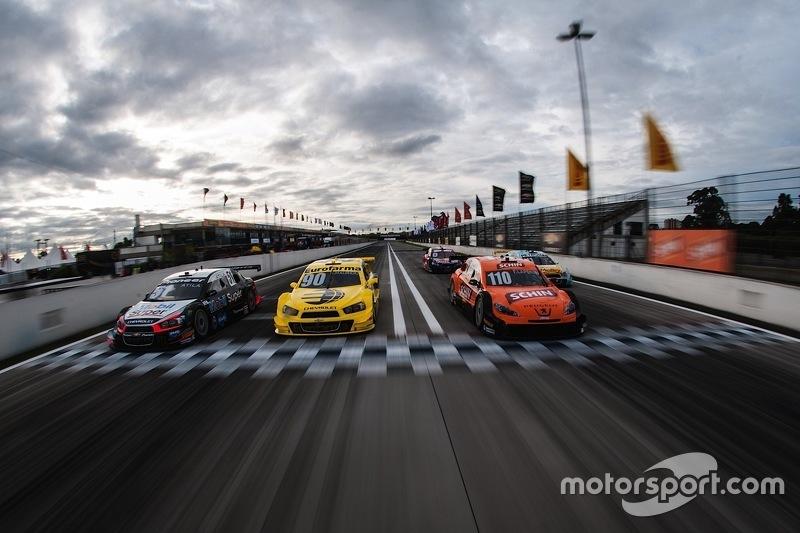 Línea de inicio en la pista de carreras de Curitiba