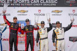 Podium: racewinnaar #31 Action Express Racing Corvette DP: Eric Curran, Dane Cameron en derde plaats