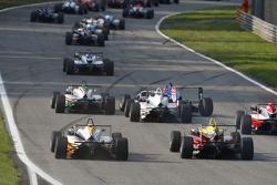 Arjun Maini, Van Amersfoort Racing Dallara Volkswagen y Ryan Tveter, Jagonya Ayam con Carlin Dallara
