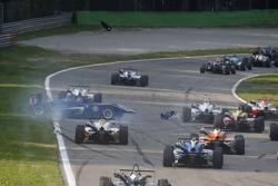 Tatiana Calderon, Carlin Dallara Volkswagen dando vueltas y Alessio Lorandi, Van Amersfoort Racing D