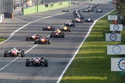 Felix Rosenqvist y Jake Dennis, Prema Powerteam Dallara Mercedes-Benz y Mikkel Jensen, Mücke Motorsp