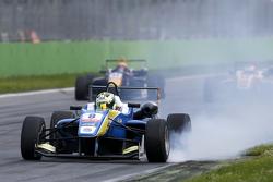 Alessio Lorandi, Van Amersfoort Racing Dallara Volkswagen con una rueda bloqueada