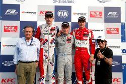 Pódio: Giancarlo Minardi e o segundo colocado Jake Dennis e o vencedor Felix Rosenqvist, Prema Powerteam e o terceiro colocado Mikkel Jensen, Mücke Motorsport e Emerson Fittipaldi