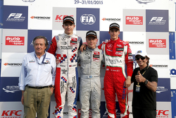 Podio Giancarlo Minardi y segundo lugar Jake Dennis y ganador Felix Rosenqvist, Prema Powerteam y tercer lugar Mikkel Jensen, Mücke Motorsport y Emerson Fittipaldi