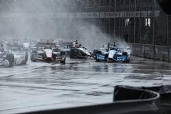 Stefano Coletti, KV Racing Technology e Tony Kanaan, Chip Ganassi Racing Chevrolet em acidente