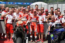Ganador de la pole Andrea Iannone y tercer lugar Andrea Dovizioso, de Ducati
