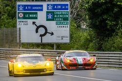 #63 Corvette Racing, Corvette C7.R: Jan Magnussen, Antonio Garcia, Ryan Briscoe und #61 AF Corse, Fe