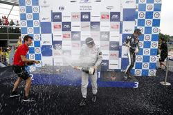 Podium carrera 3: El ganador de la carrera, Felix Rosenqvist, Prema Powerteam y el tercer lugar, Cha