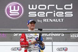 El ganador de la carrera, Oliver Rowland, Fortec Motorsports