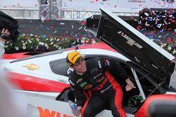 Yarış kazananı #31 Action Express Racing Corvette DP: Eric Curran, Dane Cameron
