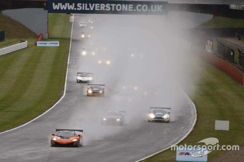 Start: #12 Von Ryan Racing McLaren 650S: Gilles Vannelet, Adrian Quaife-Hobbs lider