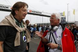 Claus Mühlberger, editor de Auto Motor und Sport y Arno Zensen, Audi Sport Team Rosberg