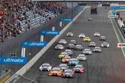 Départ : Mattias Ekström, Audi Sport Team Abt Sportsline, Audi A5 DTM, en tête de la course
