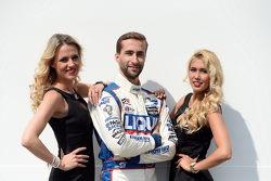 Mikhail Grachev, Audi TT, Liqui Moly Team Engstler y las chicas de la parrilla