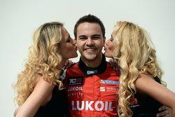 Sergey Afanasyev, SEAT Leon, Craft Bamboo Racing LUKOIL con las chicas de la parrilla