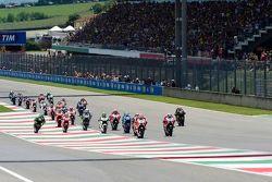 Andrea Iannone, Ducati Team, en tête au départ