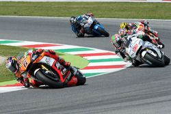 Stefan Bradl, Forward Racing Yamaha, et Nicky Hayden, Aspar Racing Team Honda