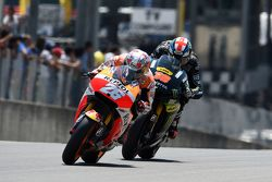 Dani Pedrosa, Repsol Honda Team, et Bradley Smith, Tech 3 Yamaha