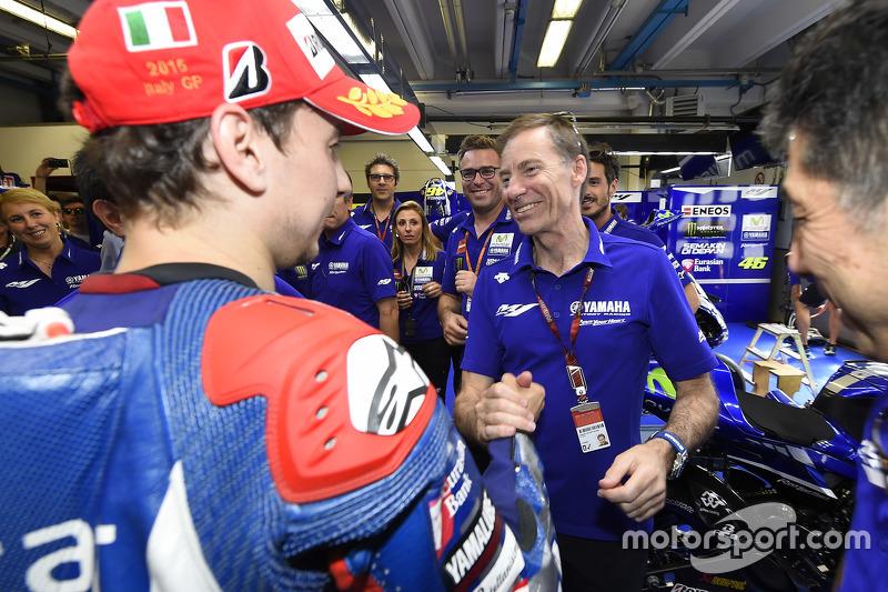 1. Jorge Lorenzo, Yamaha Factory Racing, mit Lin Jarvis