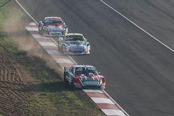 Jose Manuel Urcera, JP Racing Torino and Martin Serrano, Coiro Dole Racing Dodge and Juan Martin Tru