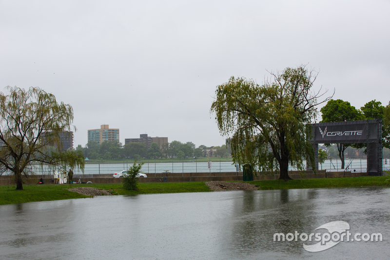 Rainy conditions in Detroit