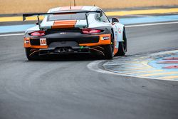 #86 Gulf Racing UK Porsche 911 RSR : Michael Wainwright, Adam Carroll, Philip Keen