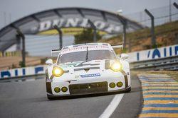 #92 Porsche Team Manthey Porsche 911 RSR: Frédéric Makowiecki, Patrick Pilet, Wolf Henzler, Sven Mül
