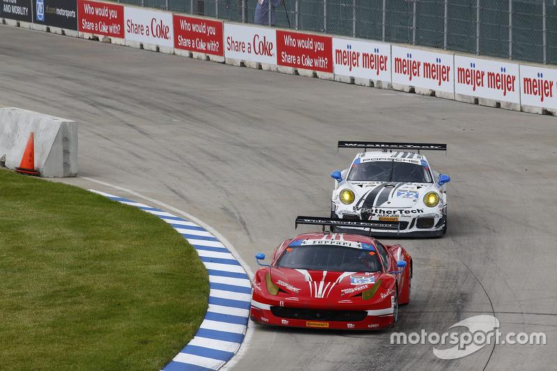 #63 Scuderia Corsa, Ferrari 458 Italia: Bill Sweedler, Townsend Bell und #22 Alex Job Racing, Porsche 911 GT America: Cooper MacNeil, Leh Keen