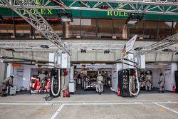 Porsche Takımı pit alanı