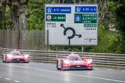 #22 Nissan Motorsports Nissan GT-R LM NISMO: Harry Tincknell, Alex Buncombe, Michael Krumm, #23 Niss