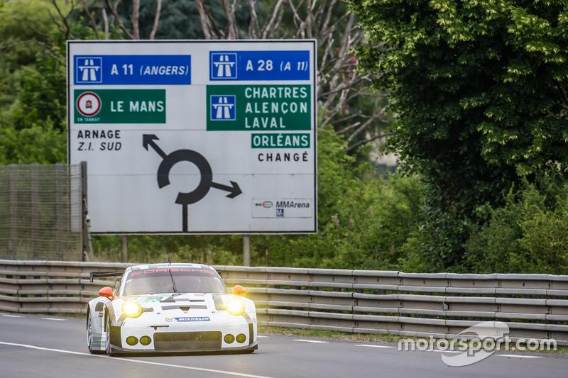 #92 Porsche Team Manthey Porsche 911 RSR: Frédéric Makowiecki, Patrick Pilet, Wolf Henzler, Sven Müller