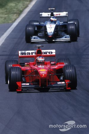 Michael Schumacher, Ferrari, und Mika Häkkinen, McLaren
