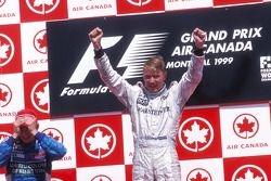 Podium: race winner Mika Hakkinen, McLaren, second place Giancarlo Fisichella, Benetton