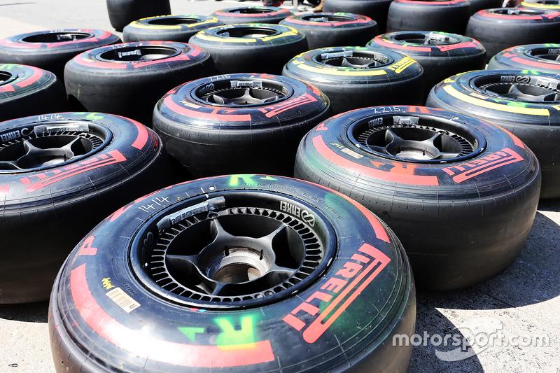 Pirelli-Reifen, von McLaren benutzt, in der Box