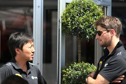 Romain Grosjean, Lotus F1 Team, und Ayao Komatsu, Lotus F1 Team