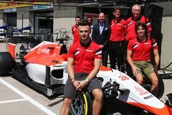Roberto Merhi, Manor F1 Team e Will Stevens, Manor F1 Team; Graeme Lowdon, Manor F1 Team chefe execu
