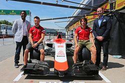 Roberto Merhi, Manor F1 Team e Will Stevens, Manor F1 Team. Equipe revela airbnb como patrocinadora