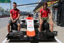 Roberto Merhi, Manor F1 Team e Will Stevens, Manor F1 Team. Equipe revela airbnb como patrocinador