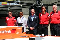 Graeme Lowdon, Manor F1 Team Consejero Delegado y John Booth, Manor F1 Team director del equipo reve