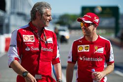 Maurizio Arrivabene, diretor da Ferrari com Sebastian Vettel, Ferrari