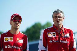 Sebastian Vettel, Ferrari com Maurizio Arrivabene, diretor da Ferrari