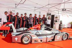 IDEC Sport Racing team en rijders poseren met de Ligier JS 53 EVO 2: Patrice Lafargue, Paul Lafargue