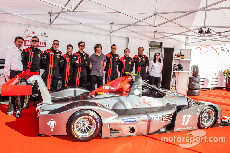 IDEC Sport Racing, Team und Fahrer posieren mit dem Ligier JS 53 EVO 2: Patrice Lafargue, Paul Lafargue, Gabriel Abergel, Dimitri Enjalbert, William Cavailhes, Nicolas Da Rocha, Frédéric Da Rocha