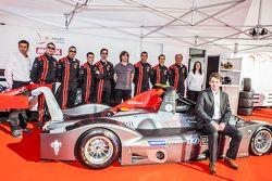 IDEC Sport Racing, Team und Fahrer posieren mit dem Ligier JS 53 EVO 2: Patrice Lafargue, Paul Lafar