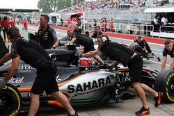 Nico Hulkenberg, Sahara Force India F1 VJM08 and Sergio Perez, Sahara Force India F1 VJM08 in the pits