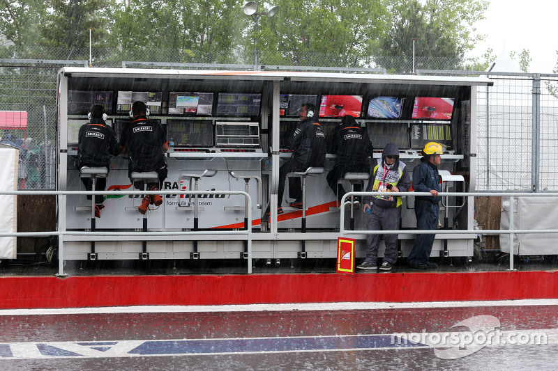 Sahara Force India F1 Team, Kommandostand im Regen